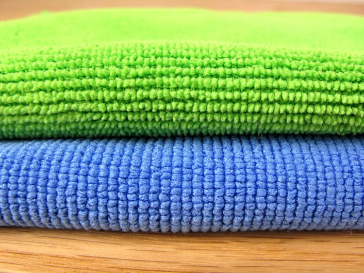 close-up weave comparison between a Sollievo kitchen cloth and a standard microfiber cloth
