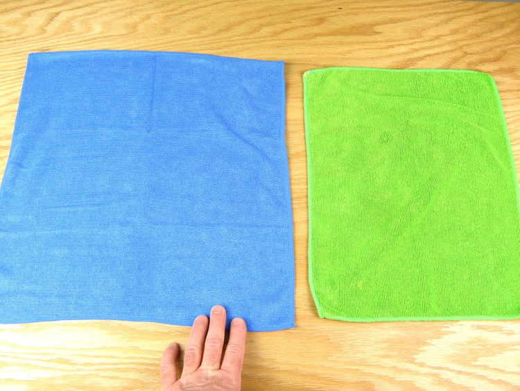size comparison between a Sollievo kitchen cloth and a standard microfiber cloth
